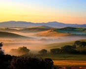 Discover Tuscany renting a Vespa